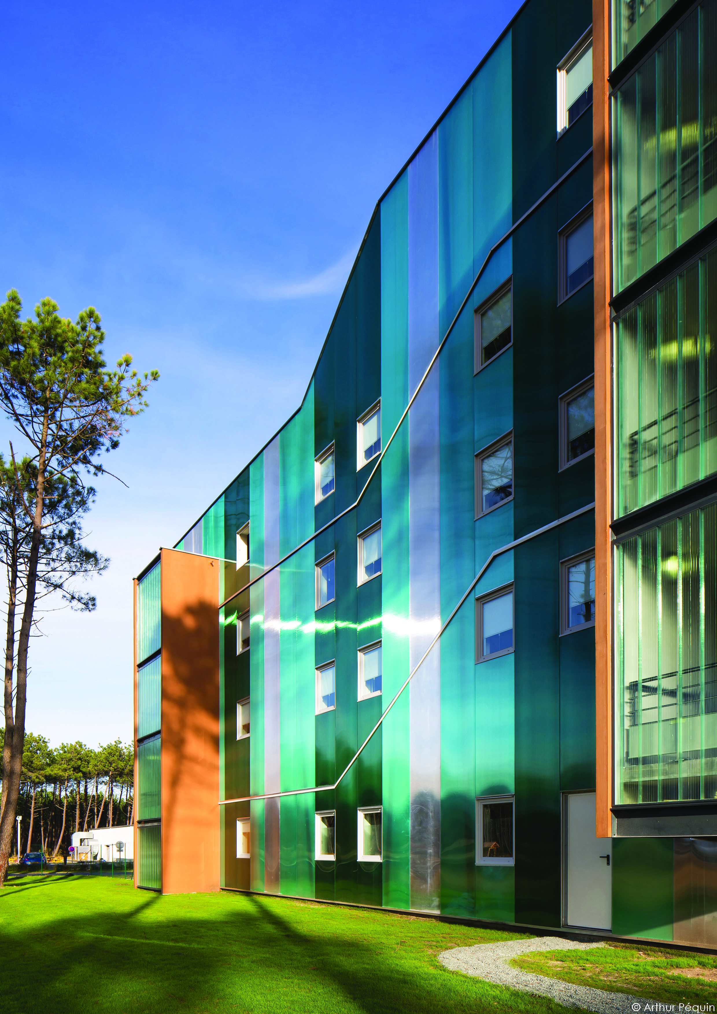 The 'B&B hotel Bassin D'Arcachon' project. long-span Danpalon® facades were used as dual-purpose wall facades. Ice, clear softlite and green colours were chosen.