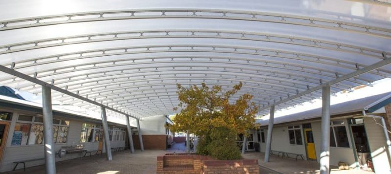 Golden Grove Lutheran Primary School Courtyard Danpalon Roofing SpaceTruss, Clear Curved Roof panels with a Thickness of 16mm by Danpal® Polycarbonate roof offering thermal UV protection.
